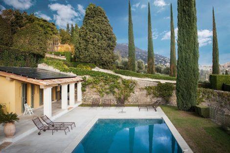 maison-individuelle-panneau-solaire-hybride-chauffage-piscine