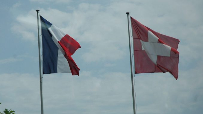France-Suisse-drapeaux@ER-ECO-SMB-archives